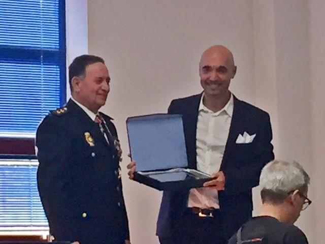 El empresario Cipri Quintas recibe en Alcobendas el reconocimiento de la Policía Nacional por su colaboración