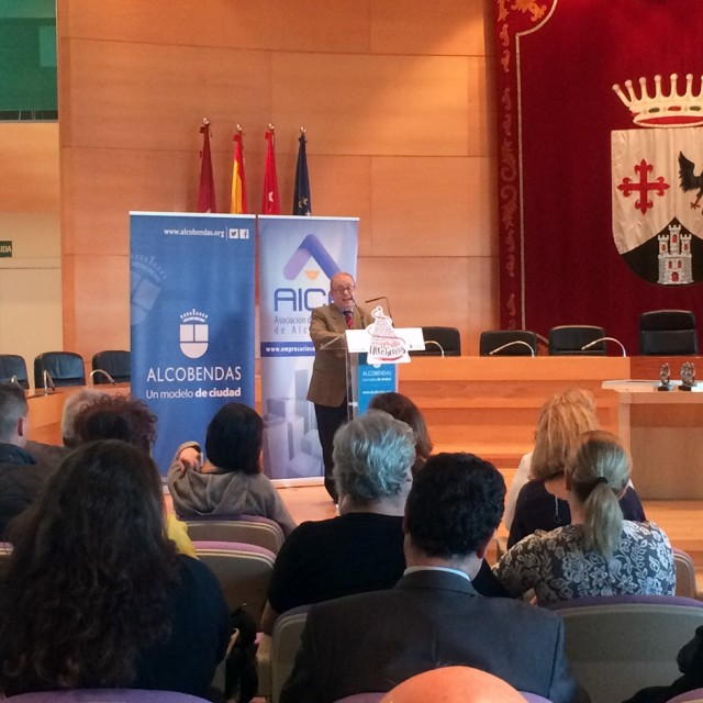 AICA premia los escaparates de 'Oh my glasses! Óptica', 'Farmacia Fuentelucha' y 'Zapatería Pilar Sanz'
