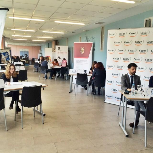 Un centenar de entrevistas de trabajo se realizaron en el 'Encuentro por el Empleo' de Alcobendas