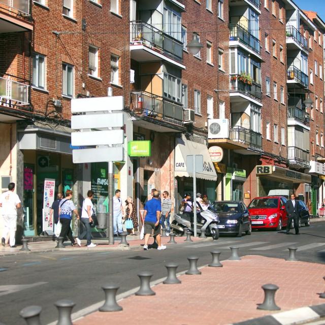 Un mercadillo callejero y exhibiciones deportivas para impulsar los comercios del distrito centro