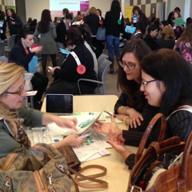 Woman Getting Contacts! Jornada de motivación, networking y futuro para empresarias