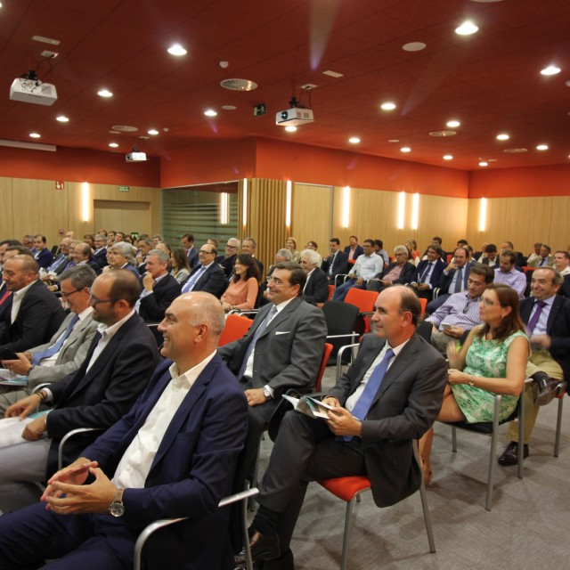 Presentación de Farmafórum Escuela de Formación a ingenieros y directivos del sector farmacéutico e industrias afines