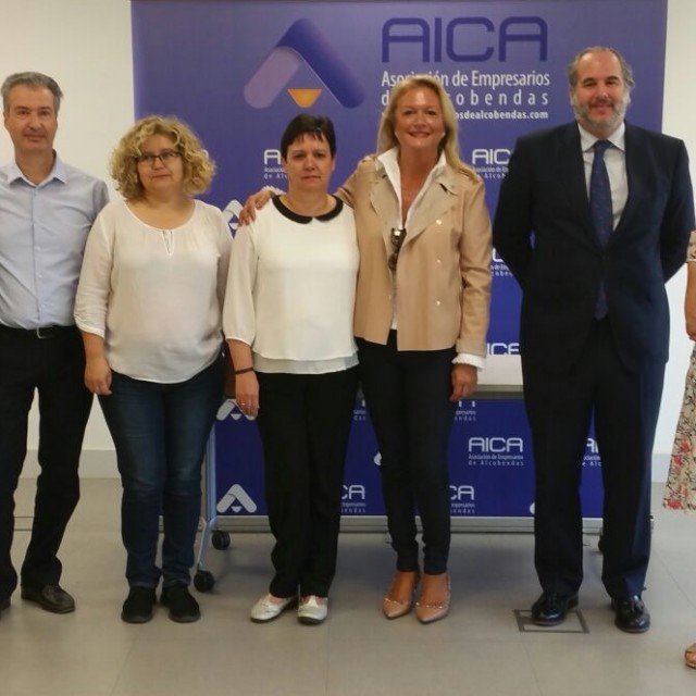 Los comerciantes de Alcobendas entregan un premio de tres cestas de la compra valoradas en más de 300 euros