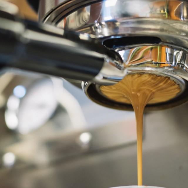 El Tribunal Supremo confirma que es laboral el accidente al salir de la oficina en la pausa del café