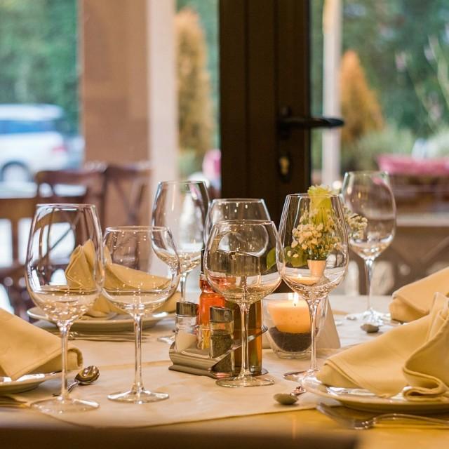 No es laboral el accidente a la salida de un restaurante durante la pausa a mediodía para almorzar si habitualmente el trabajador come en casa