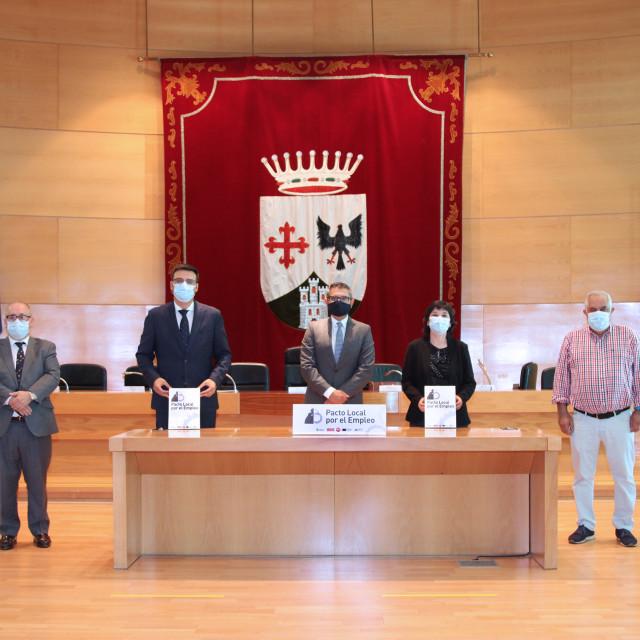 AICA firma con Ayuntamiento y Sindicatos el Pacto Local por el Empleo de Alcobendas